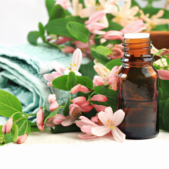 8 Essential Oils for Spring: The Perfect Guide